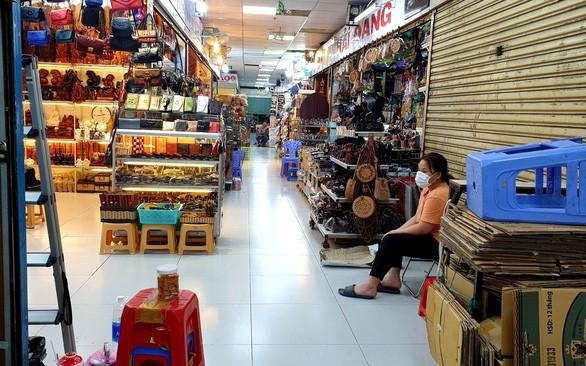 Chợ ế ẩm, hàng ngàn hộ kinh doanh xin giảm thuế vì ảnh hưởng corona