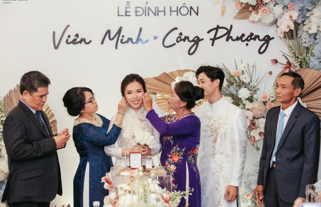 Công Phượng hạnh phúc trong lễ đính hôn